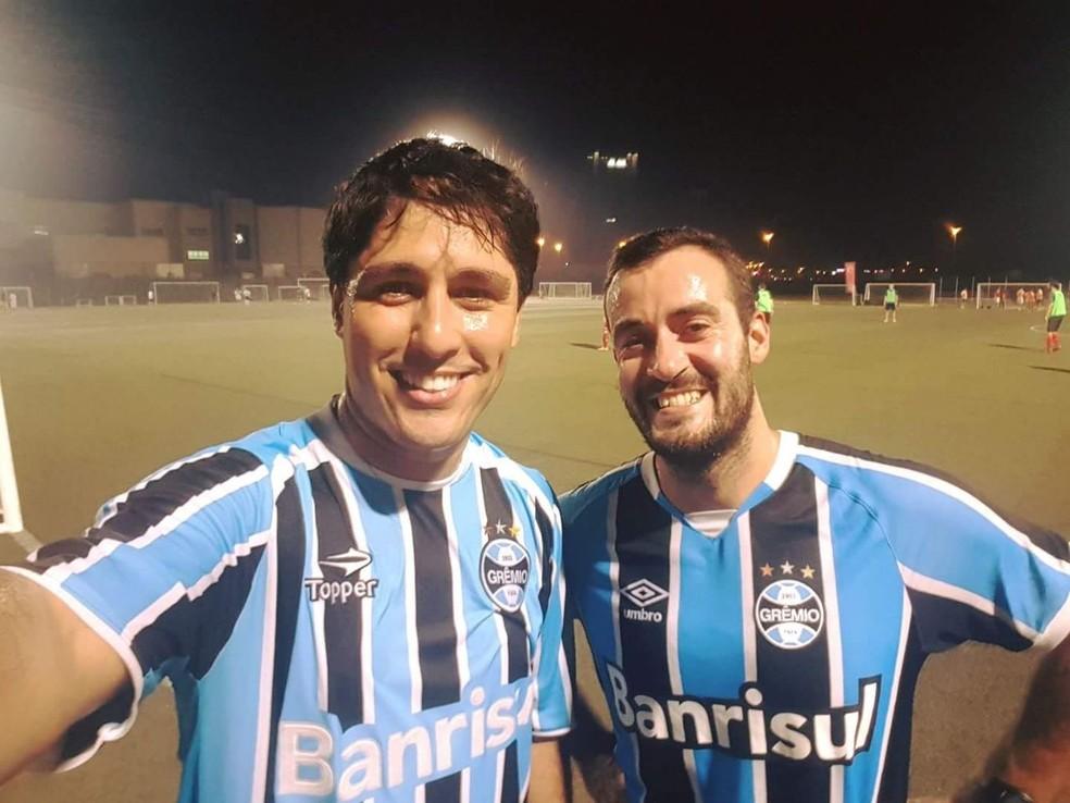 Fabrício Silveira com o amigo português gremista (Foto: Arquivo Pessoal)