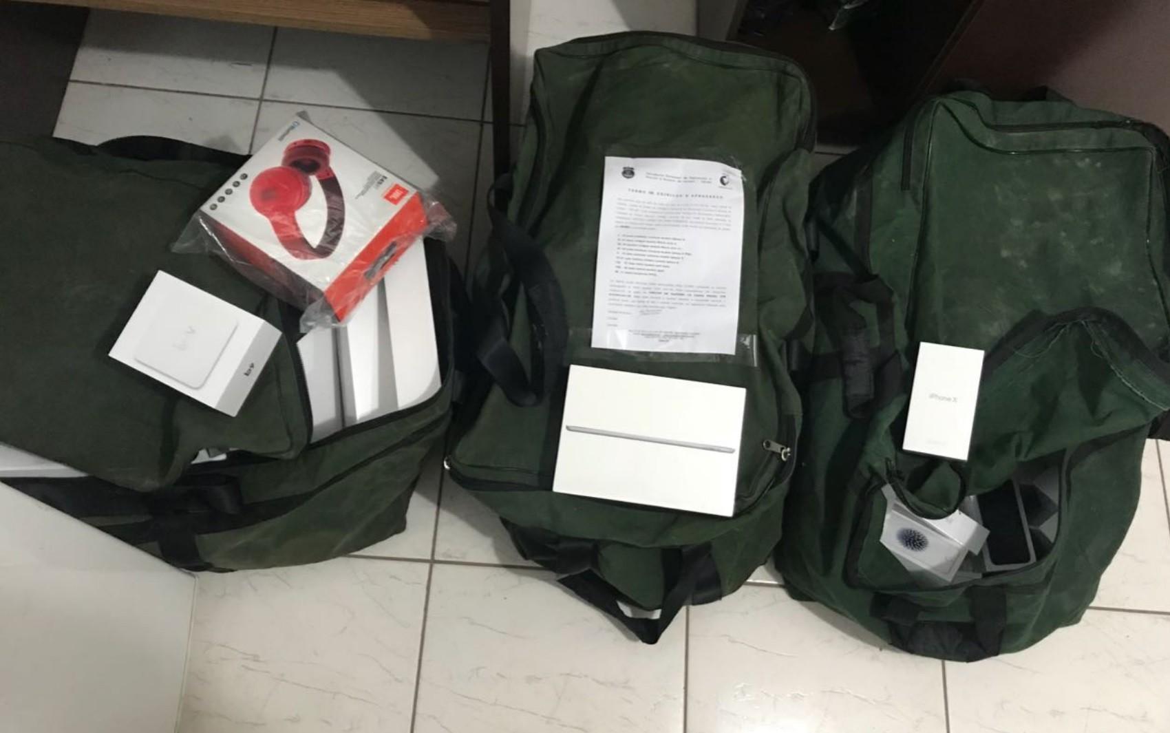 Suspeito de lucrar R$ 100 mil por mês com contrabandos é preso com R$ 600 mil em eletrônicos ilícitos, em Goiânia