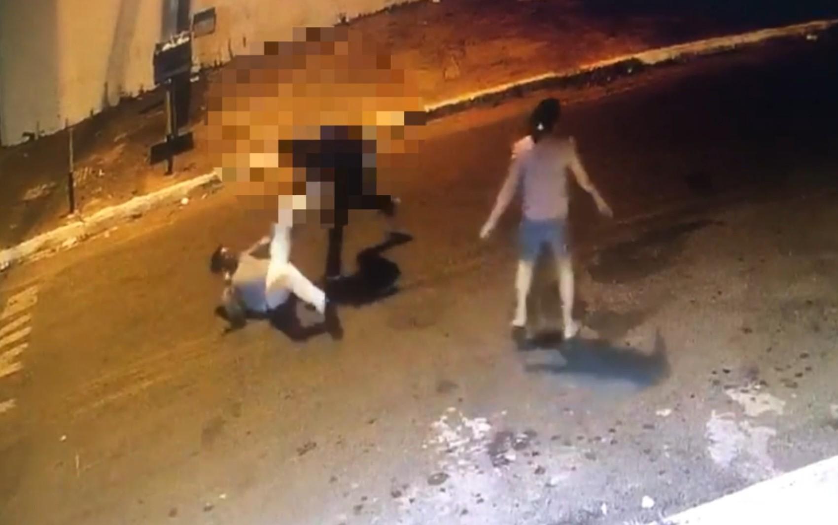 Homem é preso suspeito matar vizinho a facadas por troco de R$ 50, em Goiânia