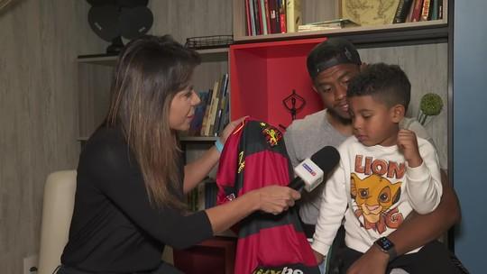 """""""Mascote"""" Henzo e pai Rithely visitam Sport no Rio Grande do Sul"""