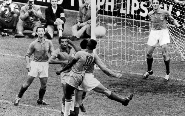 Vavá e Pelé Brasil França Copa 1958 (Foto: Getty Images)