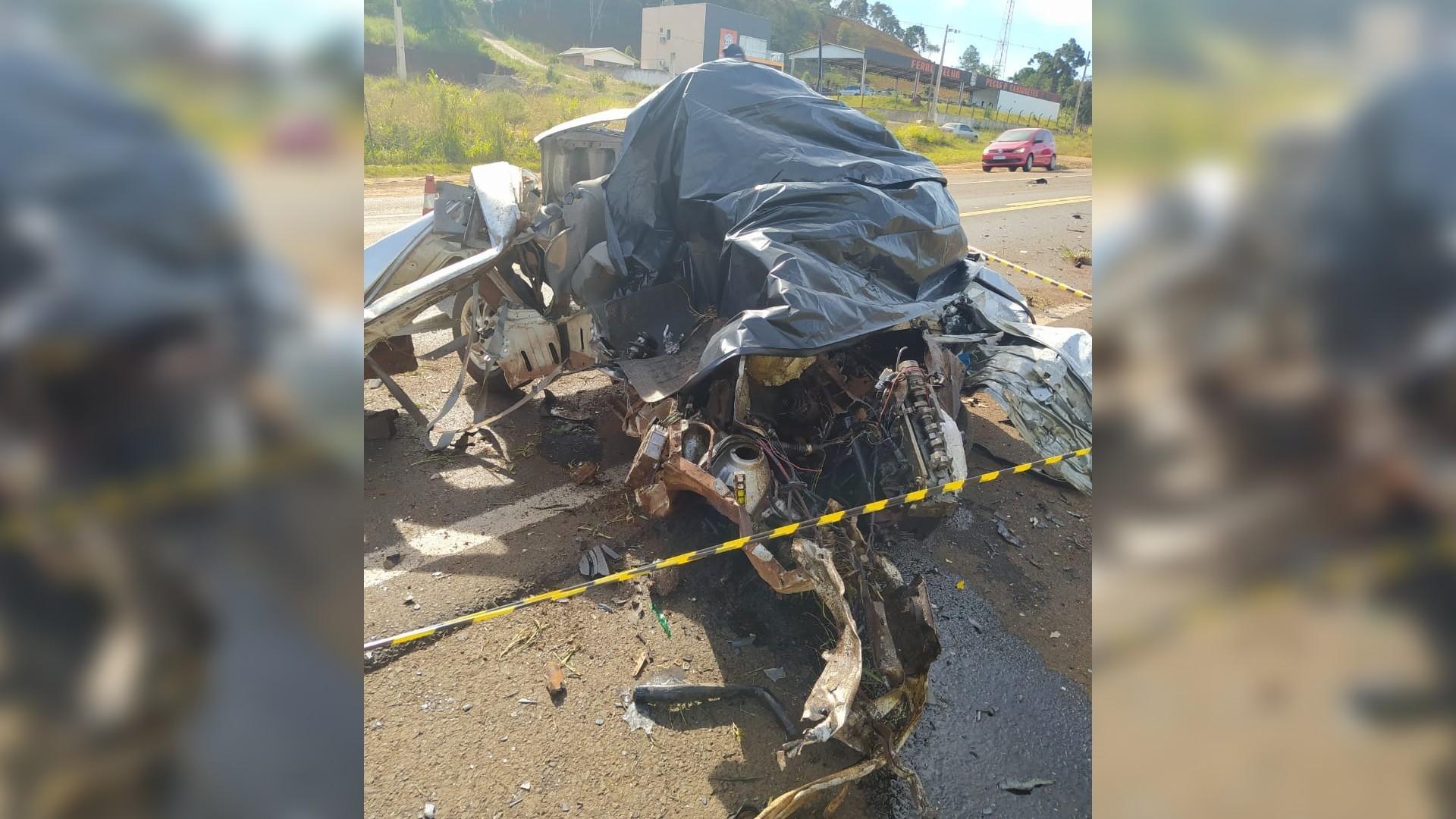 Acidente entre carro e caminhão deixa uma pessoa morta na BR-277, em Laranjeiras do Sul
