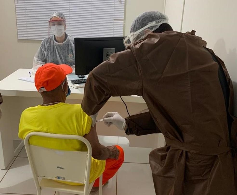 Em Rondonópolis, idosos de 60 anos ou mais já foram vacinados contra a Covid-19 — Foto: Prefeitura de Rondonópolis/Assessoria
