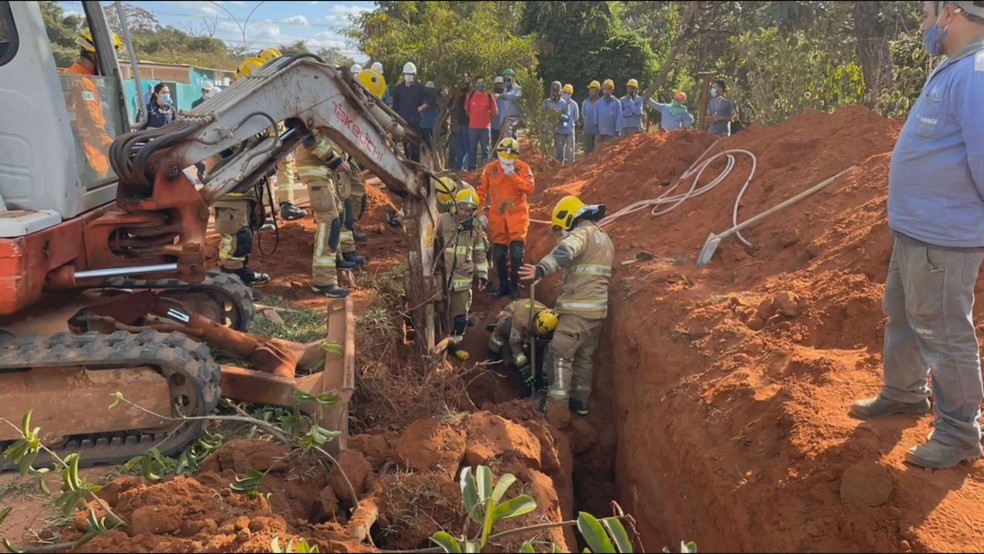 Operário morre soterrado no Setor Noroeste, no DF — Foto: Corpo de Bombeiros / Reprodução