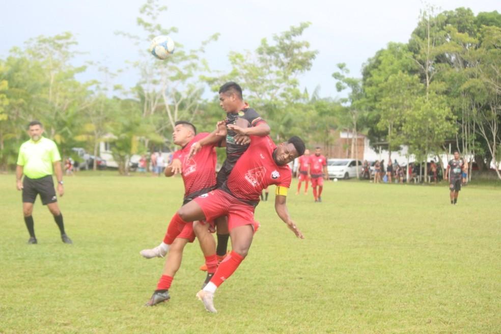 GDS (vermelho) venceu a equipe do Furacão por 2 a 0 na estreia do Parazão de Futebol Pelada — Foto: Luiz Cláudio/Pará Soccer