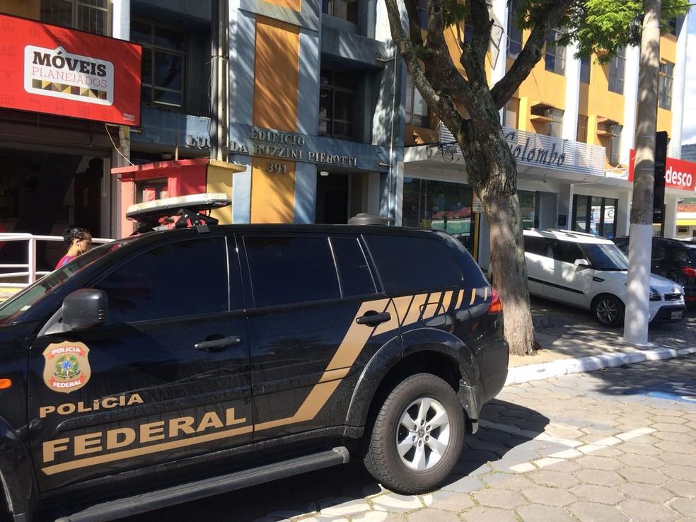 Polícia Federal faz operação em São Sebastião (Foto: Arthur Costa/ TV Vanguarda)