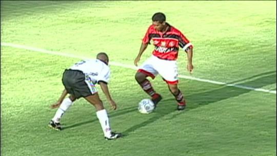 Romário e Amaral relembram elástico de 20 anos atrás e entram na brincadeira; vídeo