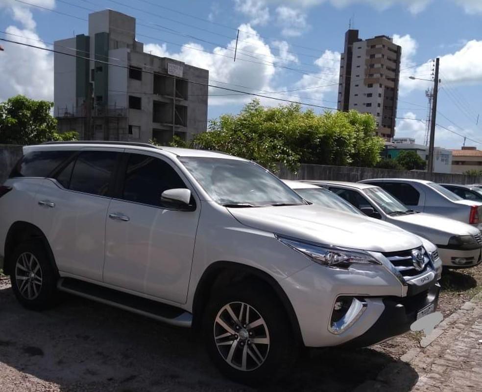 Entre os objetos apreendidos pela PF há carros de luxo e imóveis de alto valor.  — Foto: Divulgação/Polícia Federal