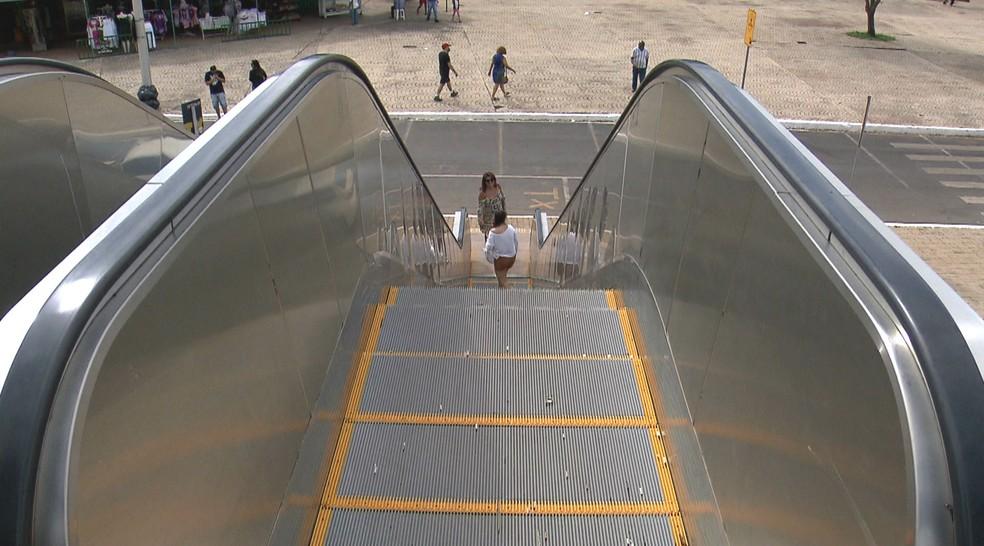 As quatro escadas rolantes da Torre de TV em Brasília não estão funcionando (Foto: TV Globo/Reprodução)