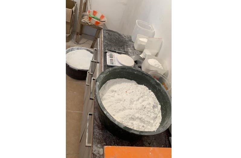 Cinco pessoas são presas após polícia encontrar laboratório para preparação de cocaína, em Araucária