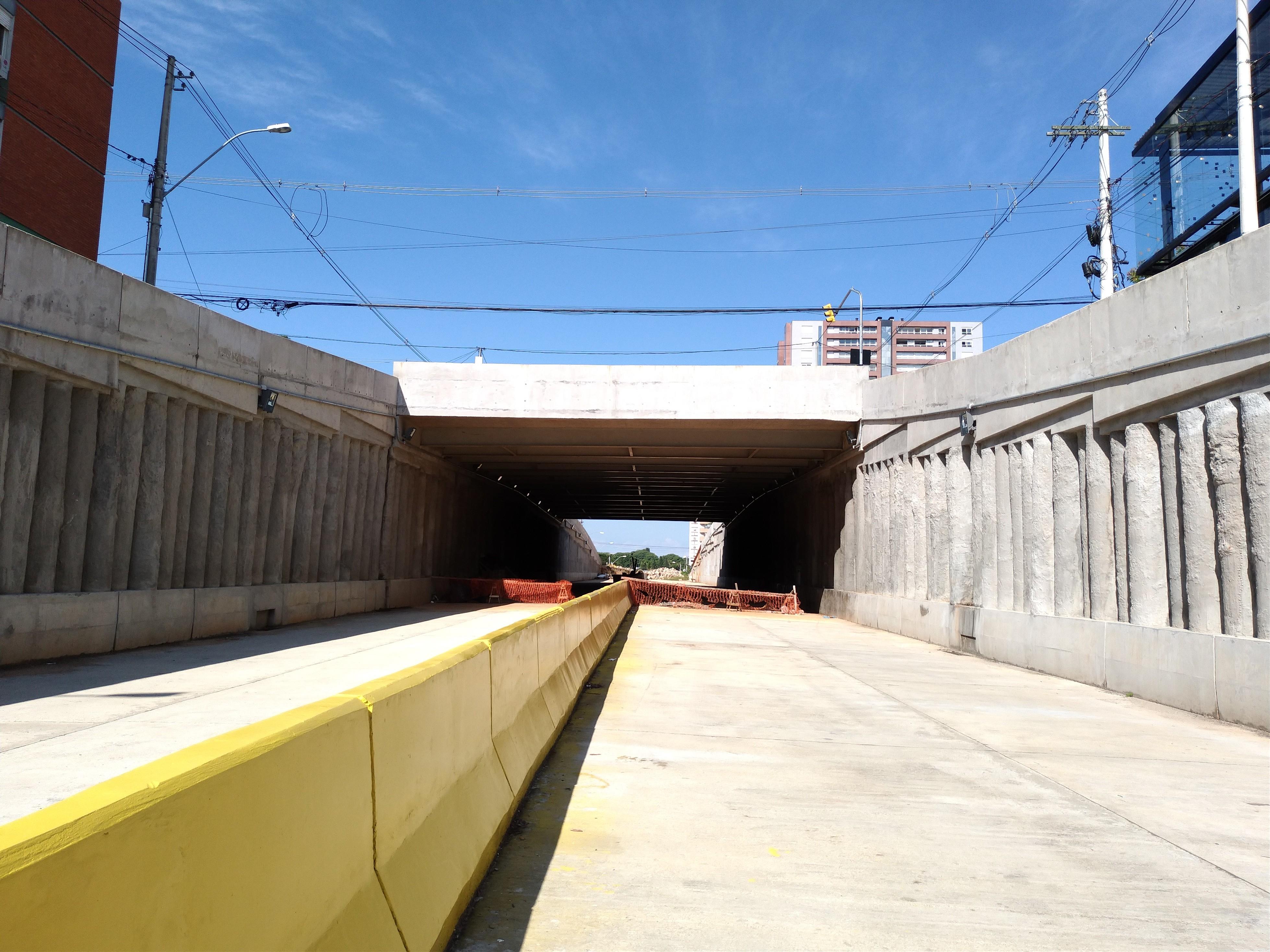 Das 18 obras previstas para Copa 2014 em Porto Alegre, 10 estão atrasadas e duas nem começaram
