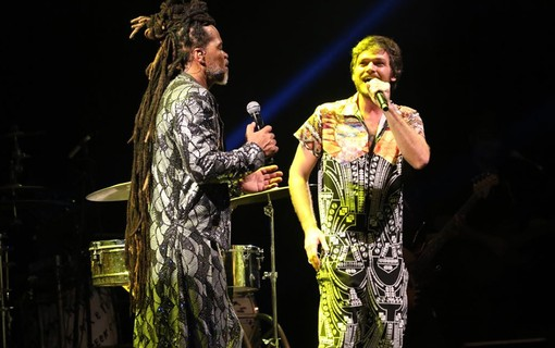 Carlinhos Brown com Emílio Dantas