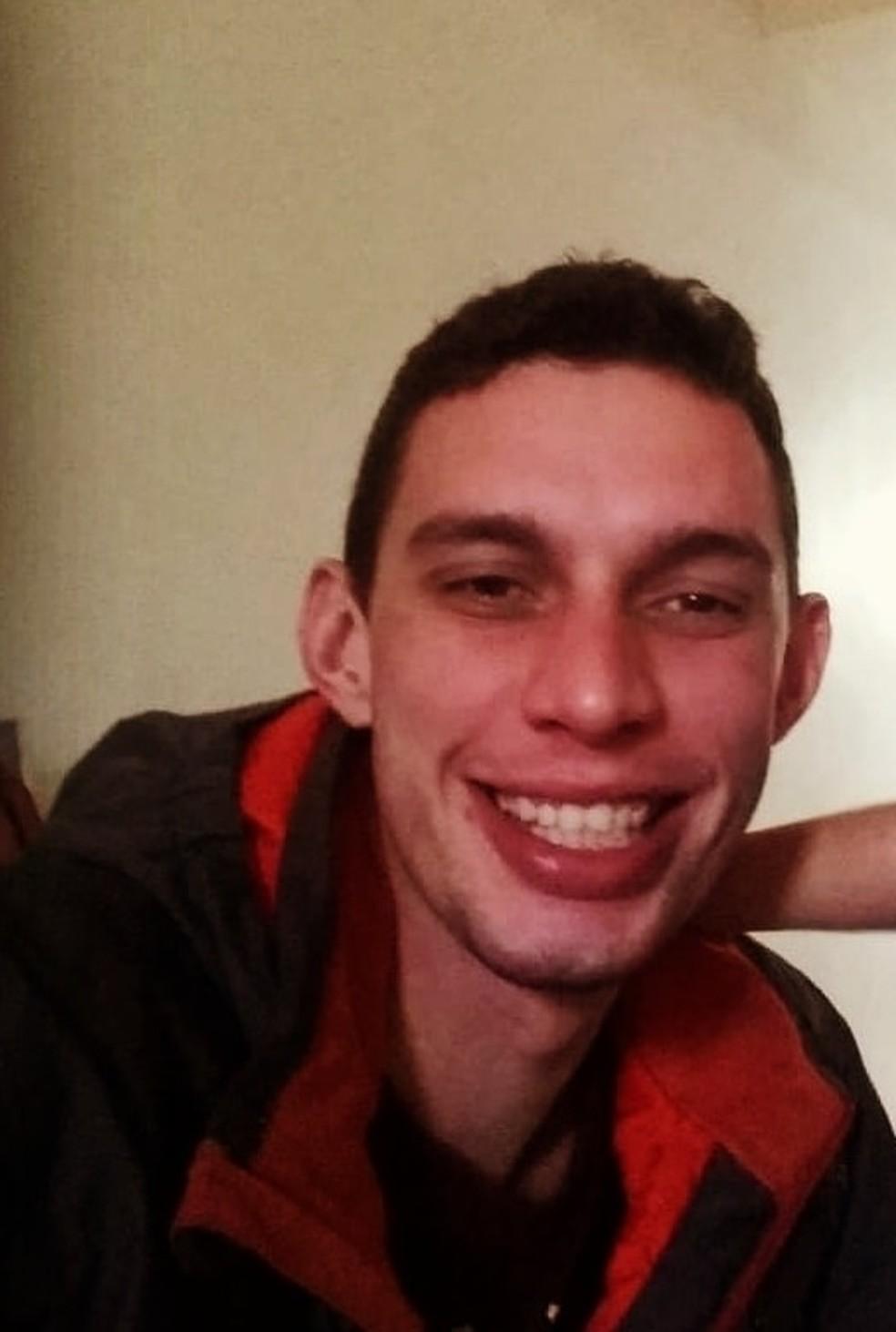 Bruno de Oliveira Gibertoni, de 30 anos, foi encontrado morto em um cemitério clandestino em Cubatão, SP — Foto: Reprodução/Facebook