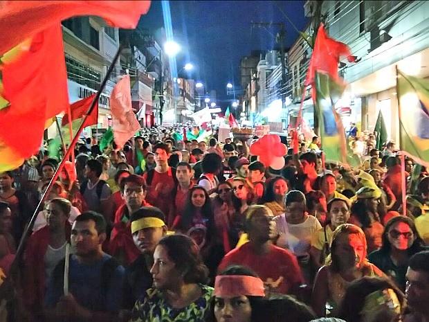 Manifestantes se concentram na esquina da Sete de Setembro com a Eduardo Ribeiro, em Manaus  (Foto: Rickardo Marques/ G1 AM)