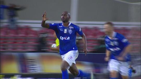 Vitória, gol e muito aplauso: Leandro Souza deixa o campo ovacionado pela torcida