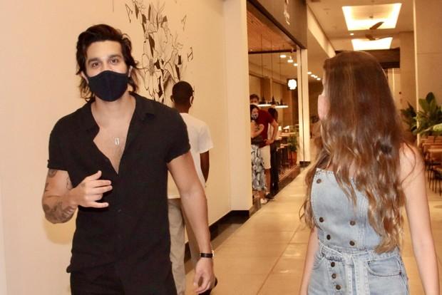 Luan Santana é clicado com loira em shopping de São Paulo (Foto: Marcos Ribas/Brazil News)