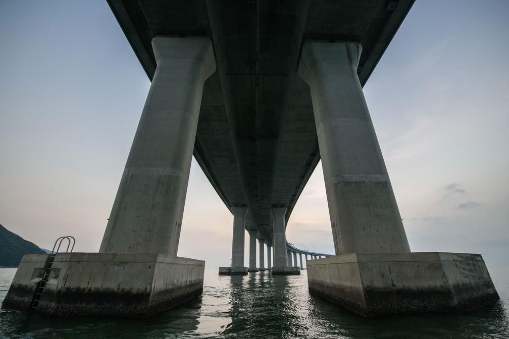 Ponte Hong Kong-Zhuhai-Macau, que tem 55 km, foi inaugurada nesta terça-feira (23)  — Foto: Anthony Wallace / AFP