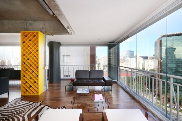 Vista para a cidade é atração principal em apartamento jovem em São Paulo (Foto: Mariana Orsi)
