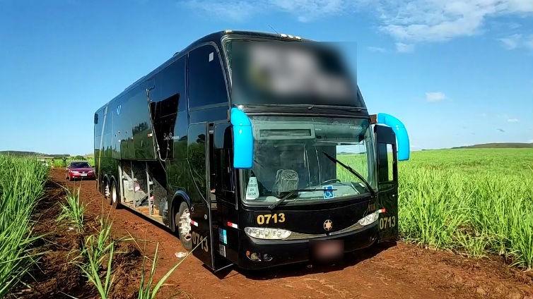 Depois de atirarem várias vezes, ladrões invadem ônibus e roubam comerciantes de Maringá