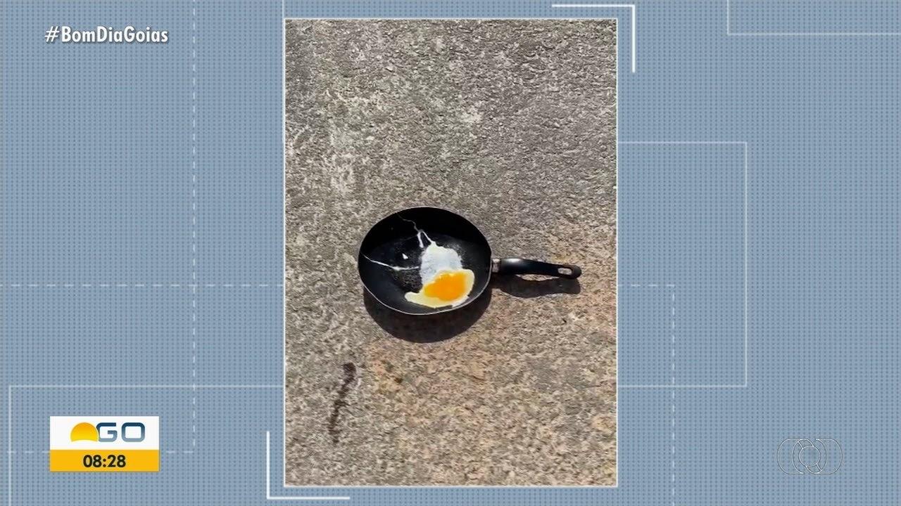 Com forte calor, jovem tenta fritar ovo com frigideira no asfalto, em Campos Belos