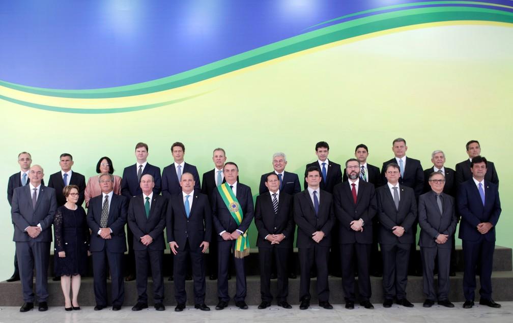 Presidente Jair Bolsonaro em foto oficial com toda a nova equipe ministerial — Foto: Ueslei Marcelino/Reuters