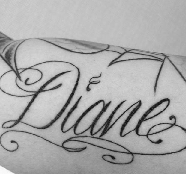 Miles Richie tem o nome da mãe, Diane Alexander, tatuado no corpo (Foto: Reprodução/Instagram)