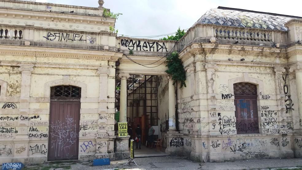 Mercado de São Brás, em Belém, prédio que completou 107 anos, é um de locais de referência cultural na cidade que está tomado pelas pichações. — Foto: Victor Furtado/O Liberal
