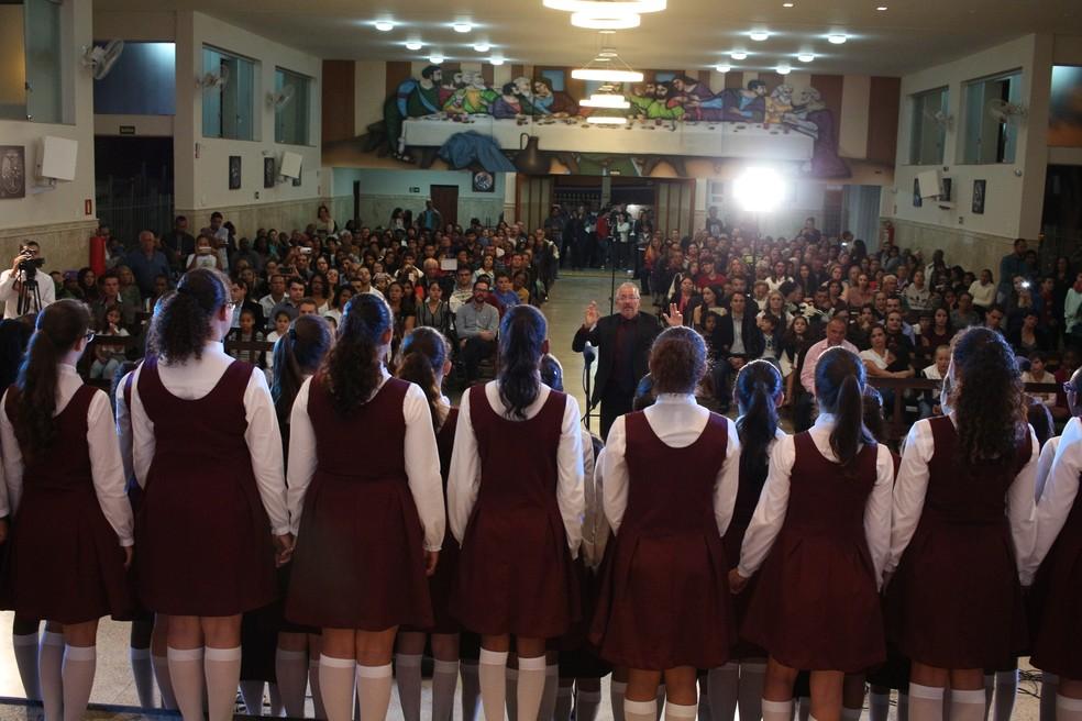 Meninas Cantoras de Lavras se apresentam na Antiga Sé do Rio de Janeiro. (Foto: Divulgação)