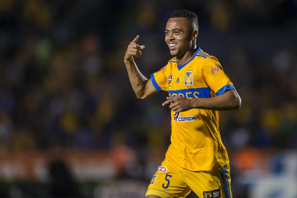 Rafael Carioca, em ação pelo Tigres — Foto: Getty Images