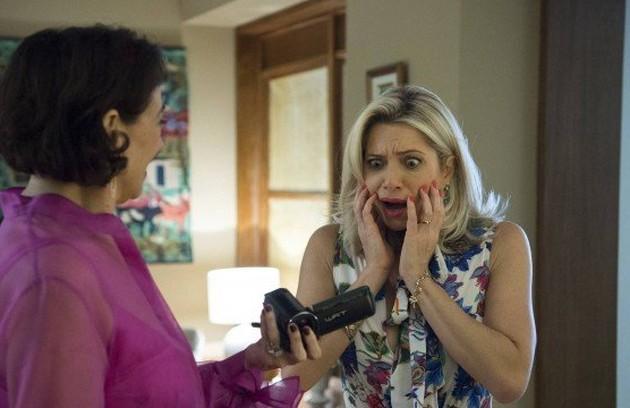 Com o vídeo de Marilda (Leticia Spiller) saindo nua do casarão em mãos, Valentina (Lilia Cabral) chantageará a irmã e exigirá que ela revele o segredo da sua juventude (Foto: TV Globo)