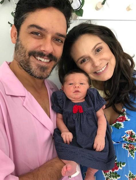 Marcelo Cavalcanti e Aline Fanju posam com Teresa (Foto: Arquivo pessoal)