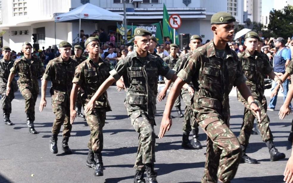 Desfile cívico-militar marca feriado da Independência do Brasil, em Goiânia (Foto: Murillo Velasco/G1)