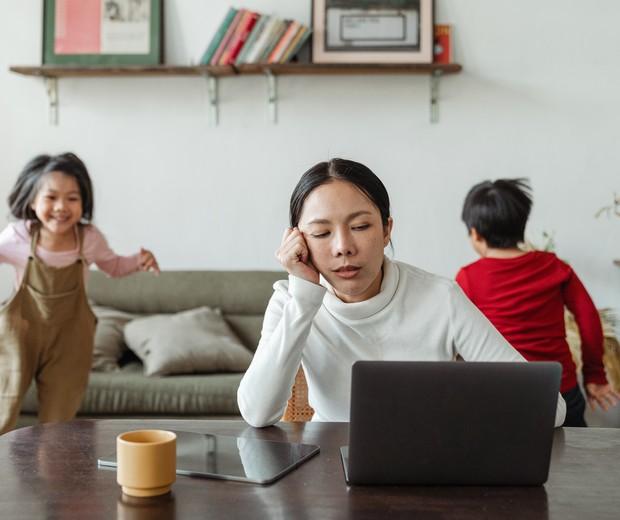Burnout Materno: o que é e os sinais do esgotamento na maternidade -  Revista Crescer | Saúde