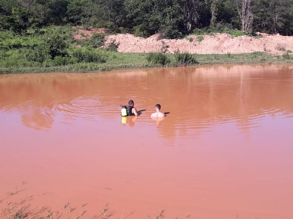 Corpo do menino foi resgatado neste sábado (11) — Foto: Corpo de Bombeiros/ Divulgação