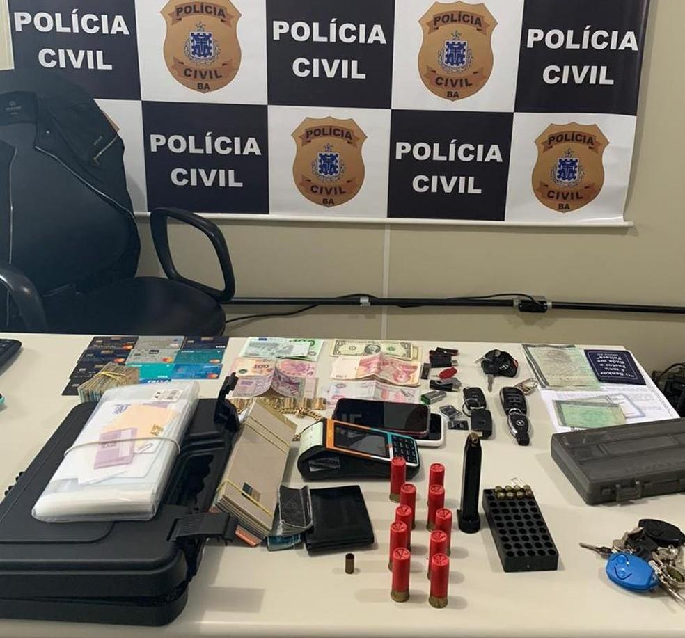 Operação da Polícia Civil resultado na apreensão de dinheiro e veículos — Foto: Polícia Civil / Divulgação