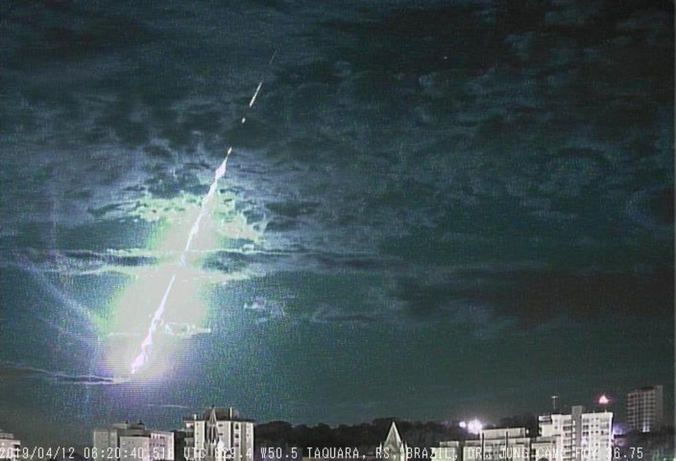 Câmera, instalada em Taquara, registrou queda de meteoro na madrugada dia 12 de abril — Foto: Carlos Fernando Jung/arquivo pessoal