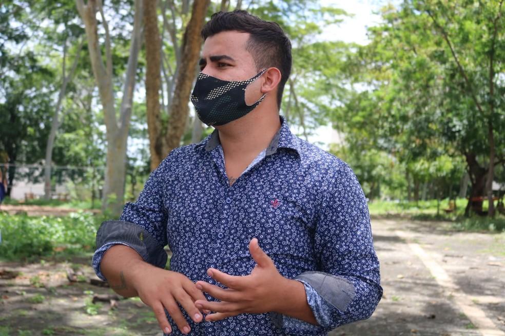 Pai do enino foi resgatado após pedir dinheiro para comida em um posto de combustíveis em Teresina. — Foto: Naftaly Nascimento/G1 Piauí