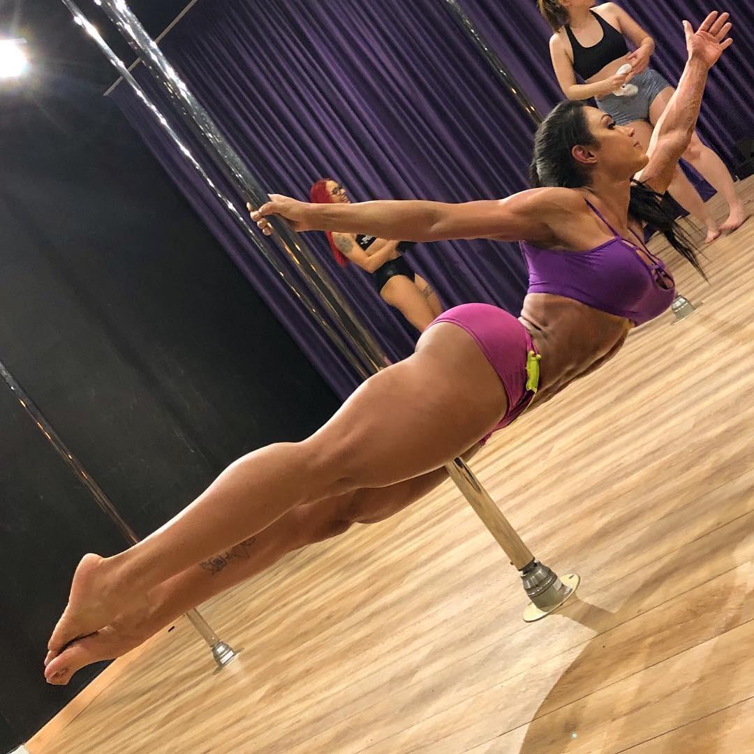 Gracyanne Barbosa mostra sua progressão no pole dance (Foto: Reprodução/Instagram)