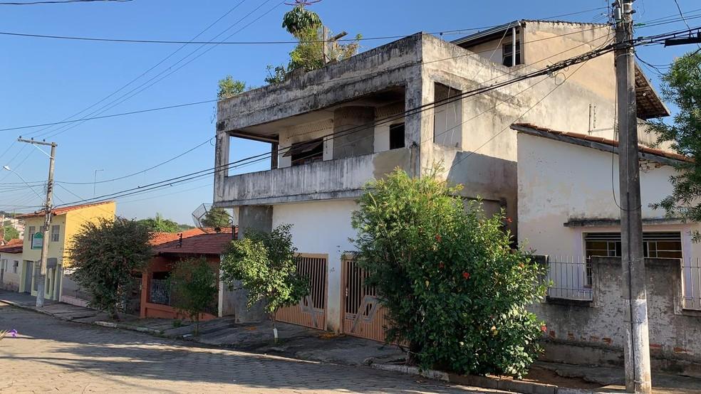 Incêndio atinge casa em bairro de Itapetininga (SP) — Foto: Beatriz Buosi/TV TEM