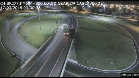 Motorista causa acidente após dirigir pela contramão na BR-277 em Cascavel; assista ao vídeo
