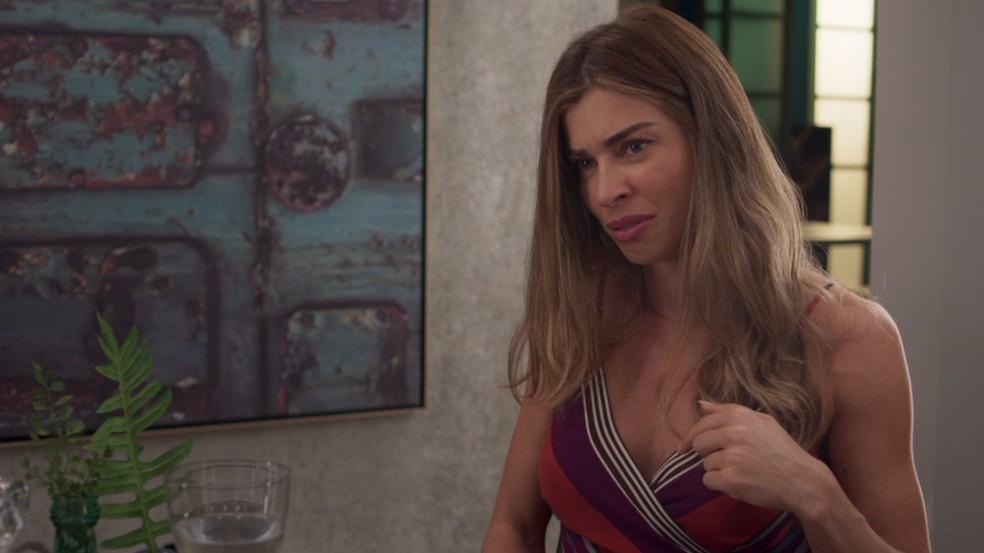 Paloma (Grazi Massafera) diz que Alberto (Antonio Fagundes) parece tentar lê-la — Foto: TV Globo