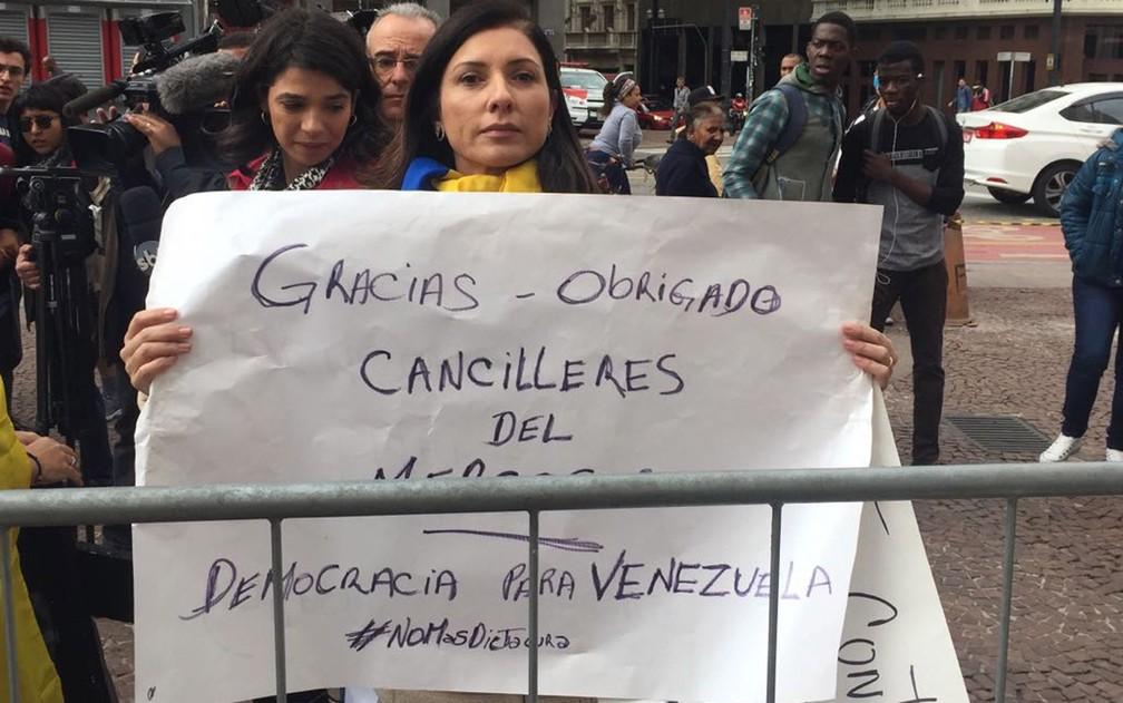 Blanca Montilla mora há 10 anos no Brasil e comemorou a decisão do Mercosul (Foto: Gabriela Bazzo/G1)
