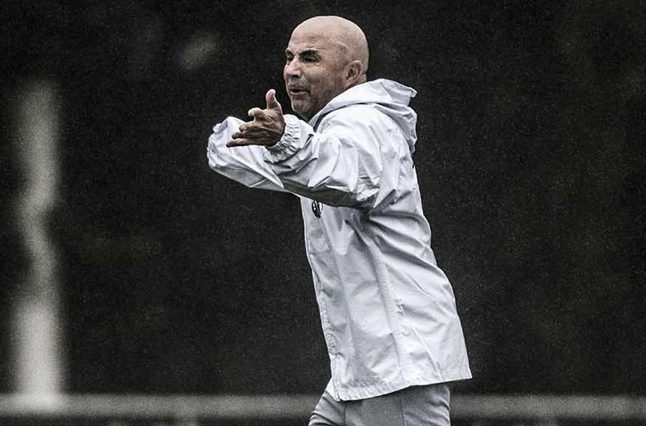 Sampaoli assina contrato no Rio e vem a BH nesta sexta-feira iniciar trabalho no Atlético-MG