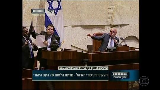 Após Israel retirar status de língua oficial do árabe, ONGs realizam 'maior aula de árabe do mundo' em Tel Aviv