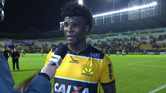 """Sandro comemora empate do Criciúma: """"Futebol é até o último segundo"""""""