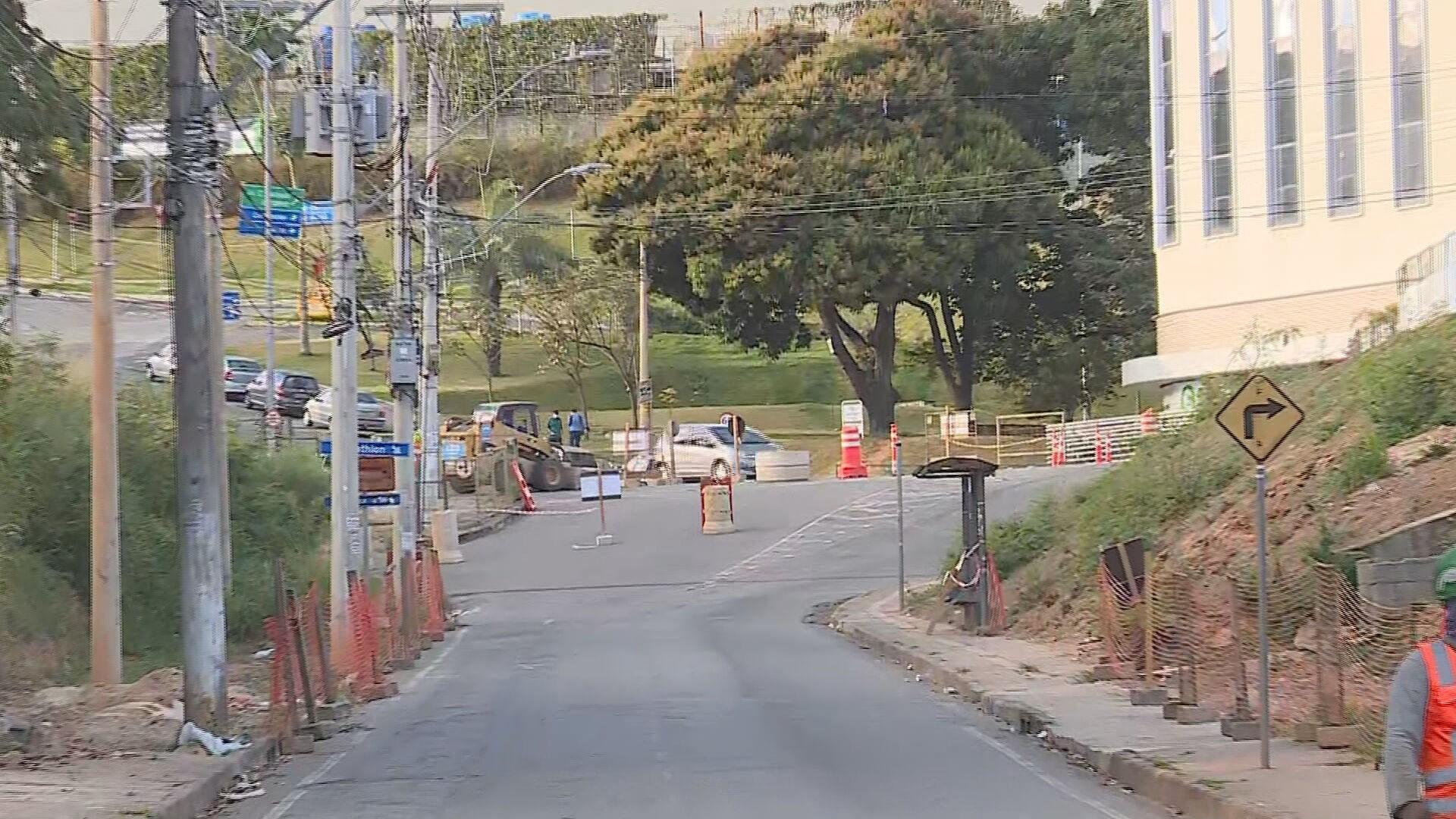 Trânsito é alterado no bairro São Paulo, na Região Nordeste de BH, para obras da Via 710