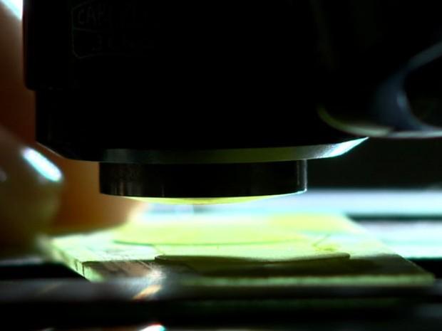 Pesquisadores desenvolveram células para combater mecanismos infectados (Foto: Reprodução/EPTV)