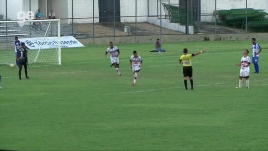Pode isso? Árbitro anula gol após flagrar atacante usando brinco durante a partida; assista