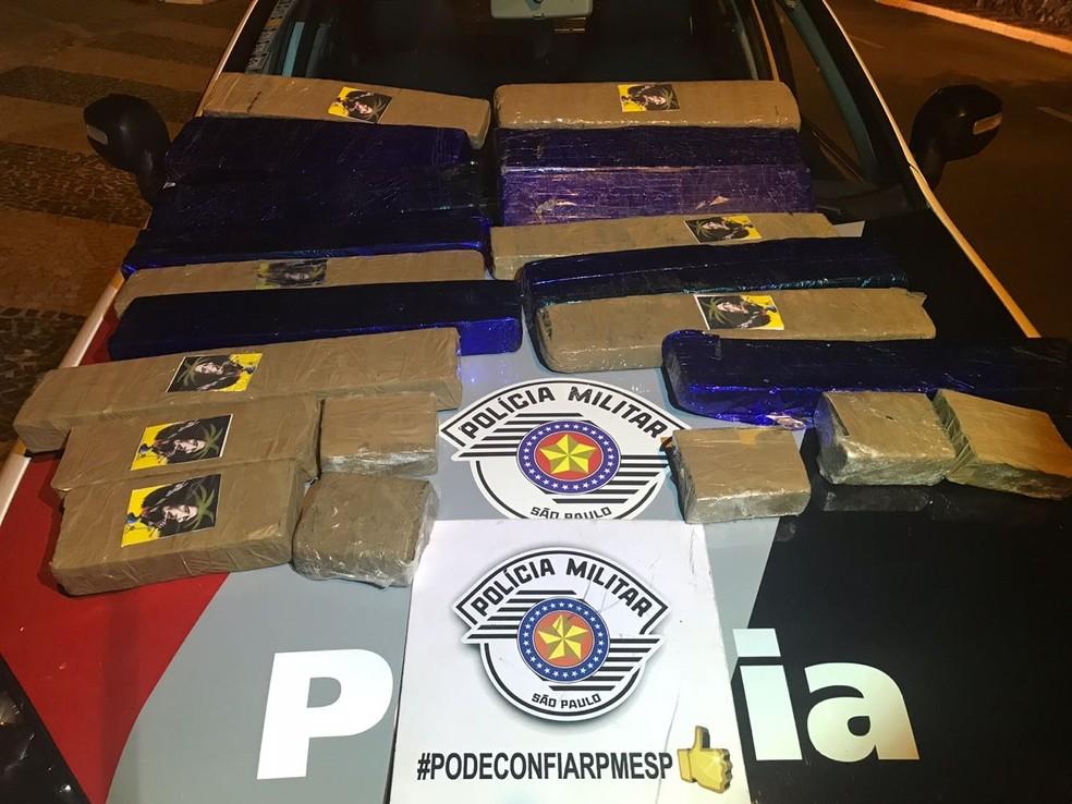 Quatro suspeitos foram presos com a droga em Jales (Foto: Divulgação/Polícia)