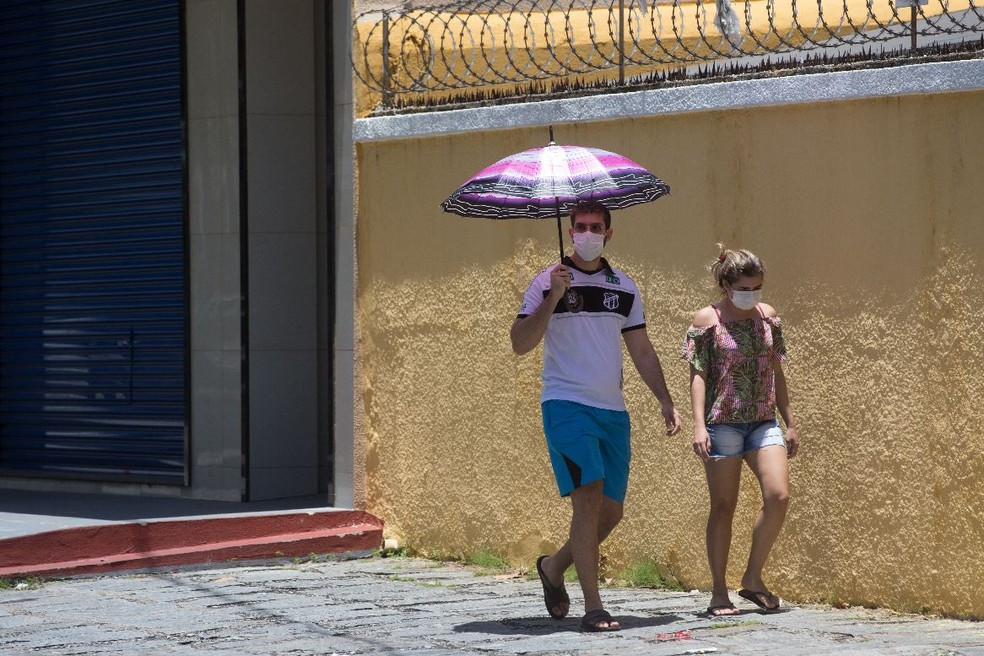 População em Fortaleza usa máscaras em prevenção ao coronavírus. — Foto: Fabiane de Paula/Sistema Verdes Mares
